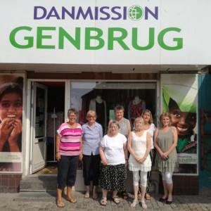 Frivillige giver to genbrugsbutikker ansigtsløft