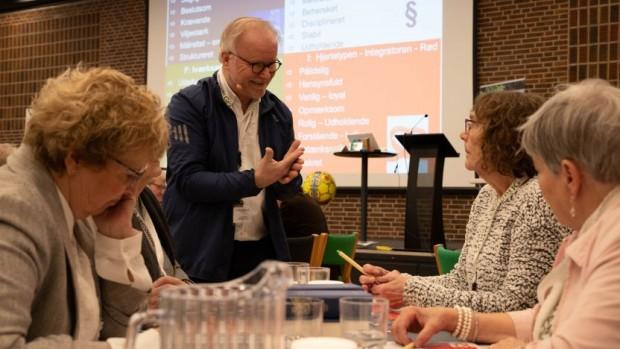 100 frivillige butiksledere blev tanket op og delte viden