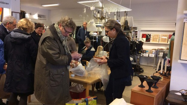 Vurderings-eksperter trak fulde huse i genbrugsbutik